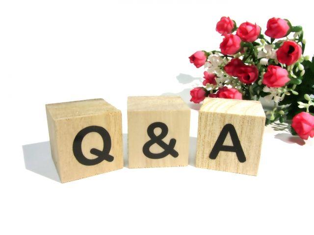 Q&Aの文字が書かれた積み木&A